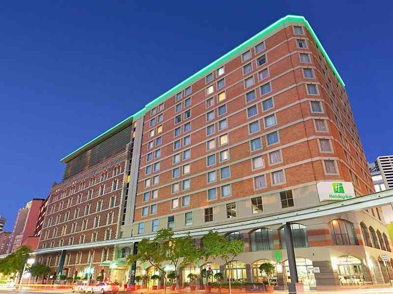 Holiday Inn Hotel walking distance to Sydney Chinatown